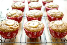 Ein einfaches Rezept für Bananenbrot Muffins ohne zusätzliches Fett. Vegan Rezept mit Dinkelmehl. Gesund und Einfach.