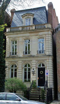 Красивый дом серого цвета в французском стиле с рустами