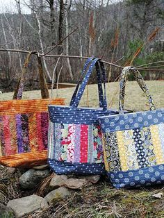 This kind of image (pdf patchwork tote bag pattern large quilted tote mary elizabeth bag Interesting Quilted Tote Bag Pattern Bag Pattern Free, Bag Patterns To Sew, Tote Pattern, Quilt Patterns, Sewing Patterns, Quilted Purse Patterns, Quilted Tote Bags, Patchwork Bags, Sew Tote Bags