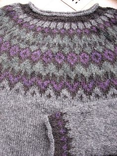 riddari2 by Tired.Mom, via Flickr Fair Isle Knitting, Knitting Socks, Free Knitting, Knitted Hats, Loom Knitting Patterns, Knitting Stitches, Knitting Tutorials, Stitch Patterns, Norwegian Knitting
