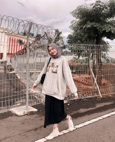 Casual Hijab Outfit, Ootd Hijab, Hijab Fashion, Fashion Dresses, Lovely Dresses, Aesthetic Clothes, Ulzzang, Outfit Of The Day, Womens Fashion
