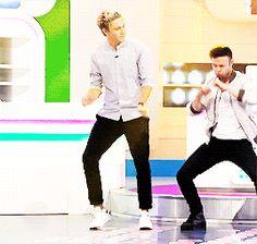 Niall dancing on ALOTO