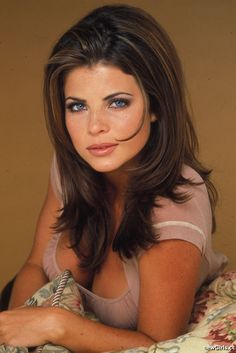 Yasmine Bleeth trivia, pictures, links and merchandise. A page dedicated to this 'Baywatch' TV series actress. Part of the TV and Movie Trivia Tribute. Sharon Stone, Hot Actresses, Beautiful Actresses, Yasmine Bleeth, Actrices Sexy, 80s Hair, Baywatch, Celebrity Portraits, Celebrity Beauty