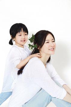 이영애 쌍둥이 딸 미모가 벌써 이 정도? '붕어빵 모녀'