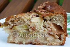 Бисквитный пирог с яблоками,  молоком и кофе, срез