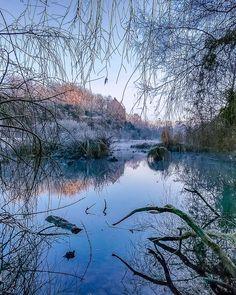 En donnant un cours de photo sur l editing  hier matin à l' @isegmcsto ça m'a rappelé que je pouvais rééditer certaines de mes vieilles photos :-) 2007 -7C . #lussacleschateaux #etang #lake #france #visitezlafrance #vienne #igerspoitou #nouvelleaquitaine #laVienne #vienne @visitpcharentes #france #travel #tourisme #tourismepoitoucharentes #landscape #winter #cold #frost #gothic #morning #beletbienvu #magnifiquefrance #topfrancephoto