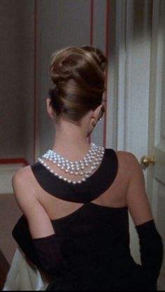 Audrey Hepburn as Holly Golightly in Breakfast at Tiffany's, Dress by Givenchy. Dressed by Givenchy most of her life. Audrey Hepburn Style, Audrey Hepburn Breakfast At Tiffanys, Breakfast In Tiffany, Audrey Hepburn Black Dress, Holly Golightly, Iconic Dresses, Mode Vintage, Vintage Glam, Vintage Dress