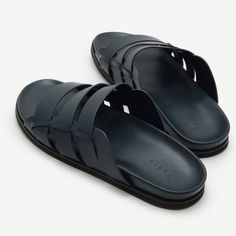 The Pedro online store offers the latest footwear and accessories for modern men and women. Sandals 2014, Women Sandals, Slide Sandals, Gladiator Sandals, Leather Sandals, African Fashion, Men's Fashion, Mode Masculine, Modern Man