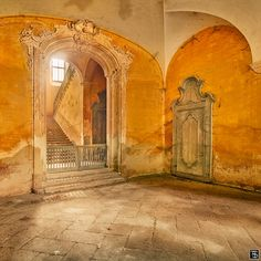 The main entrance in a small abandoned castle in italy, lost and forgotten since many years. Sven Fennema, Through Time. Maybe Neuland Castle. Abandoned Castles, Abandoned Mansions, Abandoned Places, Haunted Places, Old Buildings, Abandoned Buildings, Sven Fennema, Beautiful World, Beautiful Places
