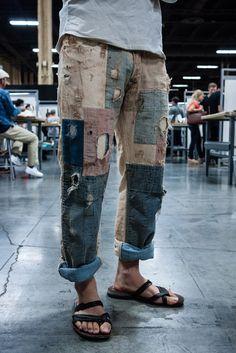 Boro jeans I. Mode Masculine, Fashion Mode, Denim Fashion, Fashion Hacks, 80s Fashion, Fashion History, Fashion 2020, Fashion Brands, Vintage Fashion