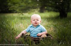 first birthday session and family photo shoot. Little boys first birthday photo ideas. Outdoor photo. Mommy and me, daddy and me images. children photography. arkansas photographer