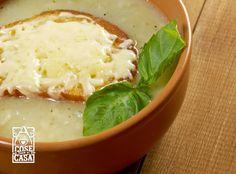 La vellutata di cipolle è un piatto semplice e depurativo, per aiutare l'organismo ad eliminare le tossine con gusto!