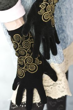 A simple treat, a small investment, beautiful velvet gloves to warm & adorn your hands.  Polonova's screen-printed designs are carefully applied by hand for gorgeous results.  Hand made in Portland, Oregon.
