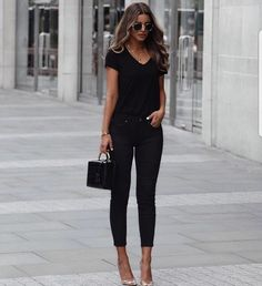 Night out outfit classy, girls night out outfits, all white outfit, feminin Night Out Outfit Classy, Girls Night Out Outfits, Classy Outfits, White Outfits, Stylish Outfits, Fashion Night, Fashion Over 50, Look Fashion, Womens Fashion