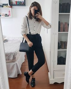 Hipster fashion is not an easy task, but there are basic looks every hipster girl can achieve. Casual Work Outfits, Business Casual Outfits, Professional Outfits, Preppy Outfits, Office Outfits, Preppy Style, Work Attire, Chic Outfits, Fashion Outfits