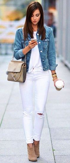 Cozy Outfit Ideas To Wear This Summer Summer outfits denim jacket + white T-shirt + white skinny jeans White Ripped Skinny Jeans, White Denim Jeans, White Skinnies, Womens White Jeans, Jean Outfits, Fall Outfits, Summer Outfits, Blazer Outfits, Summer Wear