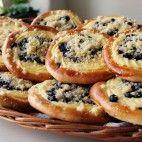 Čučoriedkové koláče s tvarohom • recept • bonvivani.sk Mekka, Bagel, Food And Drink, Pizza, Bread, Cooking, Hampers, Kitchen, Brot
