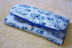 Le tuto de ma pochette à langer The tutorial of my changing bag Sewing For Kids, Baby Sewing, Diy For Kids, Baby Couture, Couture Sewing, Pretty Kids, Diy Baby Gifts, Wet Bag, Diaper Clutch