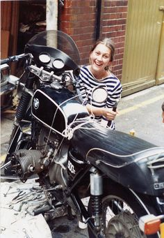 Amazing Portraits of Elspeth Beard, the First British Woman to Ride a Motorcycle Around the World ~ vintage everyday Motorcycle Travel, Motorcycle Girls, London In November, Cafe Racer Girl, Bmw Motorcycles, Biker Girl, Travel Alone, Great Stories, Around The Worlds