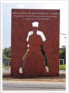 Friedberg Elvis statue
