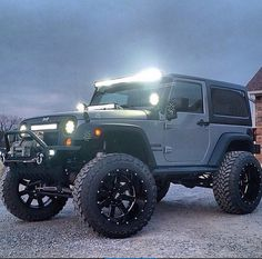 MODIFIED & PERSONALIZED 2 DOOR JEEP JK