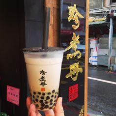#Repost @mikaayeung Mar. 25 2017 台北 珍煮丹 #Taipei #Taiwan #local #street #view #rain #rainy #milk #tea #milktea #bubbletea #traditional #color #solo #travel #trip #vacation #memory #台湾 #台灣 #台北