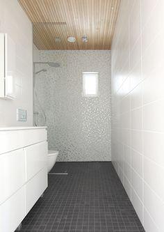 Vaalea mosaiikki Laundry In Bathroom, Bathroom Inspo, Saunas, Home Spa, Beautiful Bathrooms, New Homes, Bathtub, Tila, Shower
