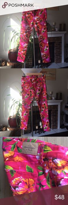 """Wonderfully spring floral Abercrombie jeans Put a little pep in your step with these super skinny AF jeans that scream """"it's time for warm weather"""" Will the sunshine out of Mother Nature by donning these pink and orange tropical statement pants. Or just wear these to a crowded place because you can easily say, I'm the bright pink flower blossom when someone is trying to find you. Abercrombie & Fitch Jeans Skinny"""