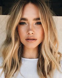 Soft blonde hair waves and natural makeup for beauty inspiration. Hair Day, New Hair, Your Hair, Loose Hairstyles, Pretty Hairstyles, Wedding Hairstyles, Middle Part Hairstyles, Cabelo Inspo, Hair Beauty
