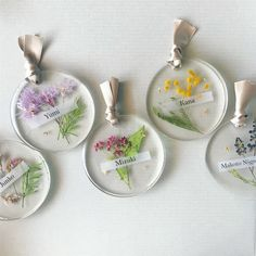 Diy Resin Art, Diy Resin Crafts, Diy Crafts To Sell, Resin Jewelry Tutorial, Beaded Beads, Pressed Flower Art, Gifts For Office, Homemade Christmas Gifts, Art Plastique