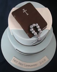 Again a popular Holy Communion design for boys - adapted to two tiers and larger numbers. I love the simplicity and colours of this design. Boy Communion Cake, First Holy Communion Cake, Religious Cakes, Confirmation Cakes, Book Cakes, Cakes For Boys, Cupcake Cakes, Cupcakes, Cake Designs