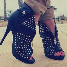 OMG!!! These are f**k me heels/booties for sure. I want them!!!