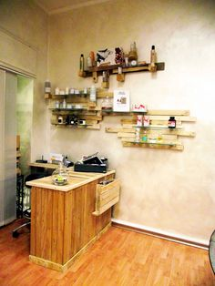 """Woodwall"" 4 eco\natural hair stylist"