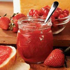 Christmas Jam (Strawberry/Cranberry) Jelly Recipes, Jam Recipes, Canning Recipes, Holiday Recipes, Christmas Recipes, Drink Recipes, Christmas Jam, Sauce Creme, Cranberry Jam