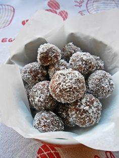 Bon bon veloci con cocco e Nutella - No-bake coconut and Nutella bon bons:   http://blog.giallozafferano.it/rossoduovo/bon-bon-veloci-con-cocco-e-nutella/