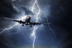 Un pilote fait confiance à Météo France et décolle en plein orage - http://boulevard69.com/un-pilote-fait-confiance-a-meteo-france-et-decolle-en-plein-orage/?Boulevard69