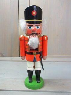 я YJ3 * Erzgebirge Folk Art Christmas Nutcracker Figure * German GDR DDR 1980s