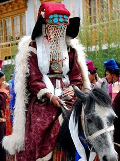 Ladakhi brides wear the perak, a traditional headdress decorated with turquoises, corals and gold or silver amulet cases. Their faces should be veiled with a kind of net made of river pearls.
