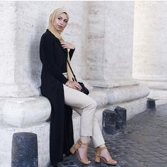 Black open abaya with nude tones - check out: Esma <3