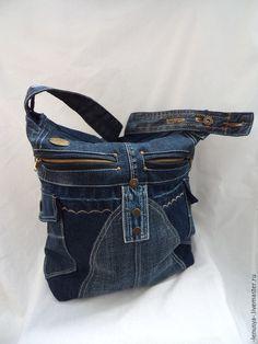 Купить или заказать Двусторонняя джинсовая сумка 'СКОРОСТЬ' в интернет-магазине на Ярмарке Мастеров. Джинсовая сумка для мобильной девушки, подарит улыбку и хорошее настроение. Очень вместительная, легкая, держит форму. Множество активных карманов. Внутри два кармана на молнии. Ручка темная, немаркая. Подкладочная тк…