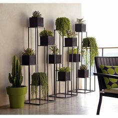 Quadrant Plant Stand with Four Planters (C). Green Indoor plants Tropical Boho Bohemian Relax Nature Hippy Bold Paint Styling Interior Design Home Botanical Herb Garden Design, Garden Ideas, Diy Plant Stand, Indoor Plant Stands, Design Case, Stand Design, Design Design, Plant Decor, Crate And Barrel