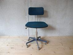 70er Jahre Bürostuhl, blauer Velour, 5-Stern Fuß auf Rollen