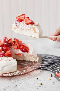 This pavlova is a light, refreshing dessert for summer! Pavlovas are easy to bake and have an amazing texture. Top with whipped cream and fresh fruit! Refreshing Desserts, Summer Desserts, Just Desserts, Delicious Desserts, Yummy Food, Strawberry Pavlova, Easy Strawberry Shortcake, Food Cakes, Cupcake Cakes