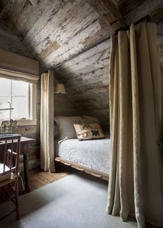 cabin decor A Rustic and Refined Cabin in the Tennessee Woods Blue and White Home Rustic Home Interiors, Rustic Home Design, Decor Interior Design, Rustic Decor, Modern Decor, Diy Design, Home Bedroom, Bedroom Decor, Bedroom Rustic