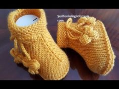 I love you model of boots Baby Booties Knitting Pattern, Knitted Booties, Crochet Baby Booties, Crochet Slippers, Baby Knitting Patterns, Free Knitting, Knit Crochet, Knitting Videos, Crochet Patterns