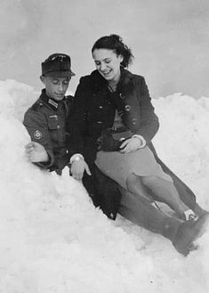 German soldiers at rest. With a girl, fun even in the snow.