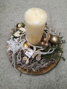 Kerzengesteck in Creme-Gold mit Natur