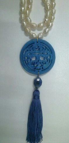Collar de perlas con medallón de jade