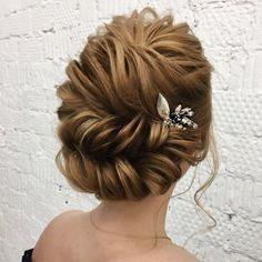 cool 43 Classic Wedding Updos Ideas For Your Special Day  http://lovellywedding.com/2018/03/21/43-classic-wedding-updos-ideas-special-day/