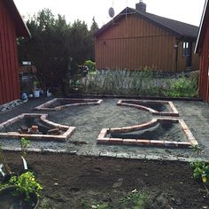 A backyard garden can involve back-breaking labor, but it can also be very enjoyable. Secrets to grow a backyard garden is finally in your reach. Here are a few tips Dream Garden, Home And Garden, Landscape Design, Garden Design, Garden Planning, Garden Beds, Garden Projects, Backyard Landscaping, Garden Inspiration